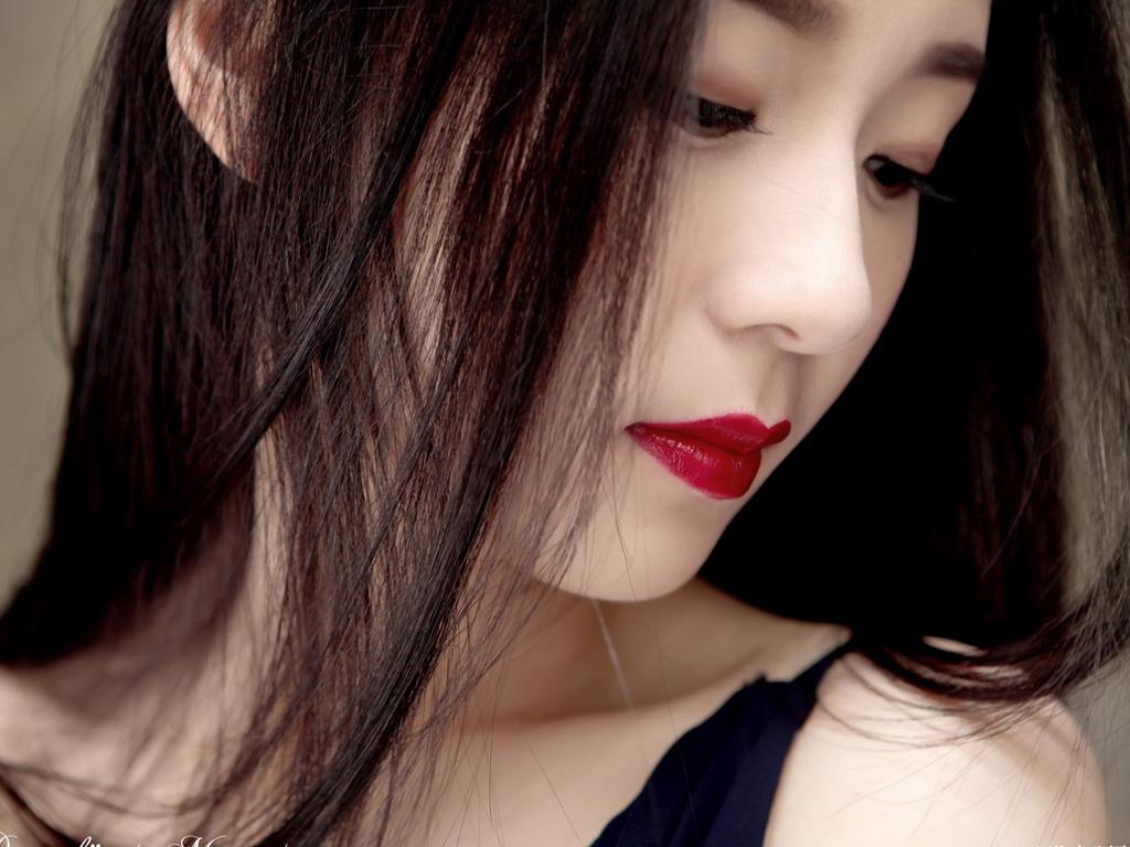 红唇美女桌面壁纸大全