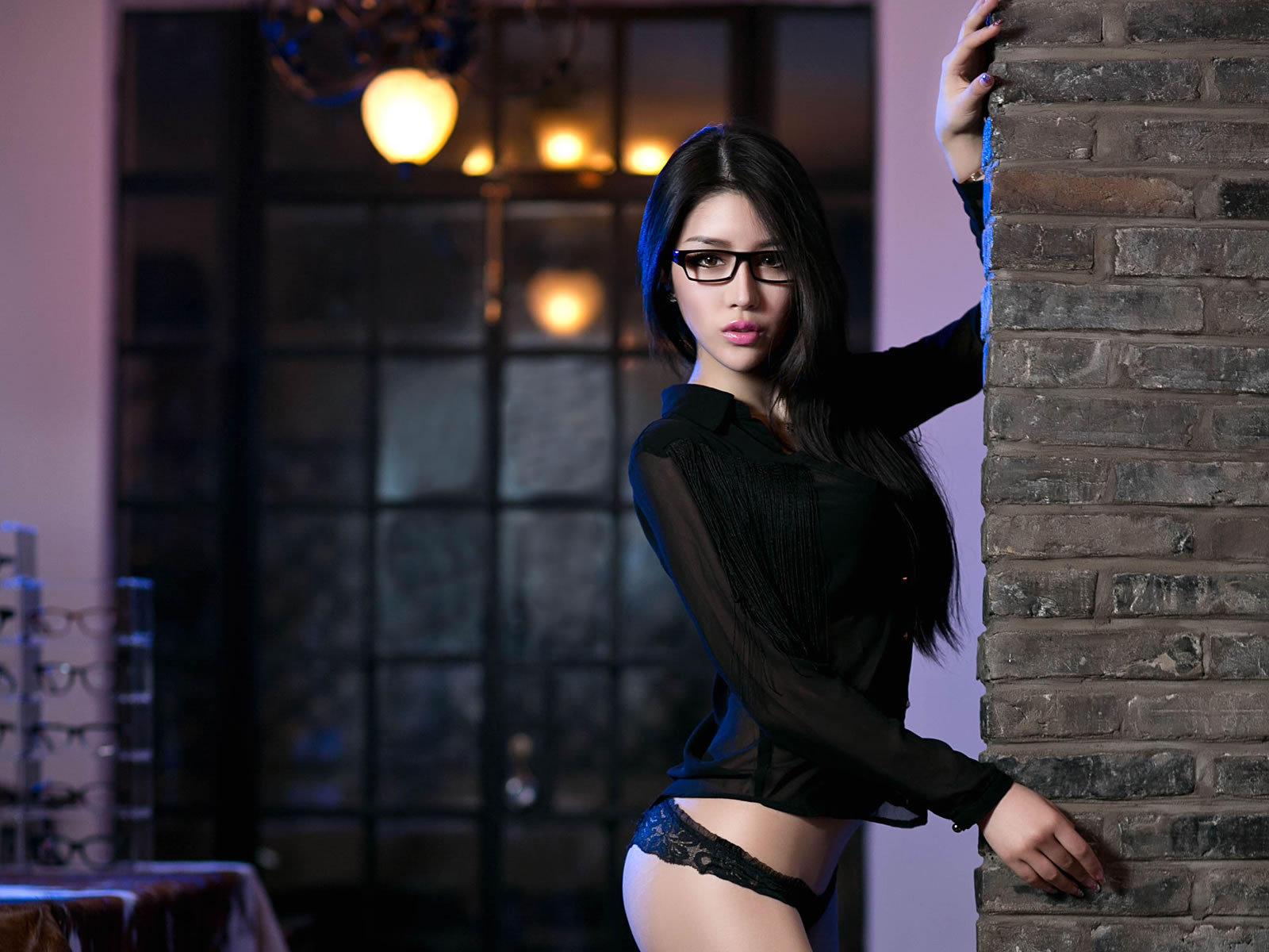 性感爆乳眼镜娘私房写真壁纸桌面
