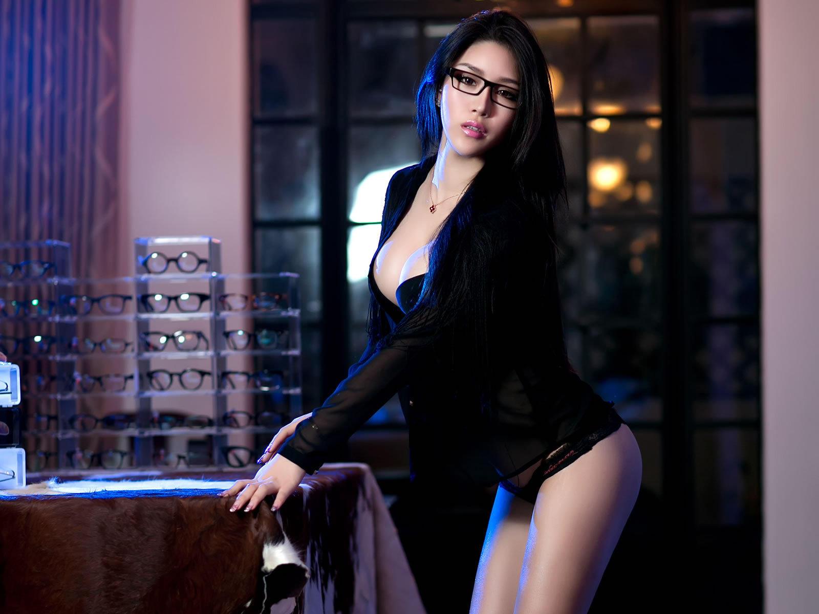 性感爆乳眼镜娘私房写真高清壁纸