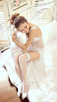 白色蕾丝睡衣美女手机动态壁纸
