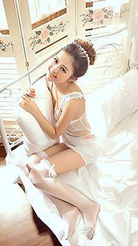 白色蕾丝睡衣美女手机桌面壁纸