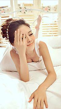 白色蕾丝睡衣美女安卓手机壁纸
