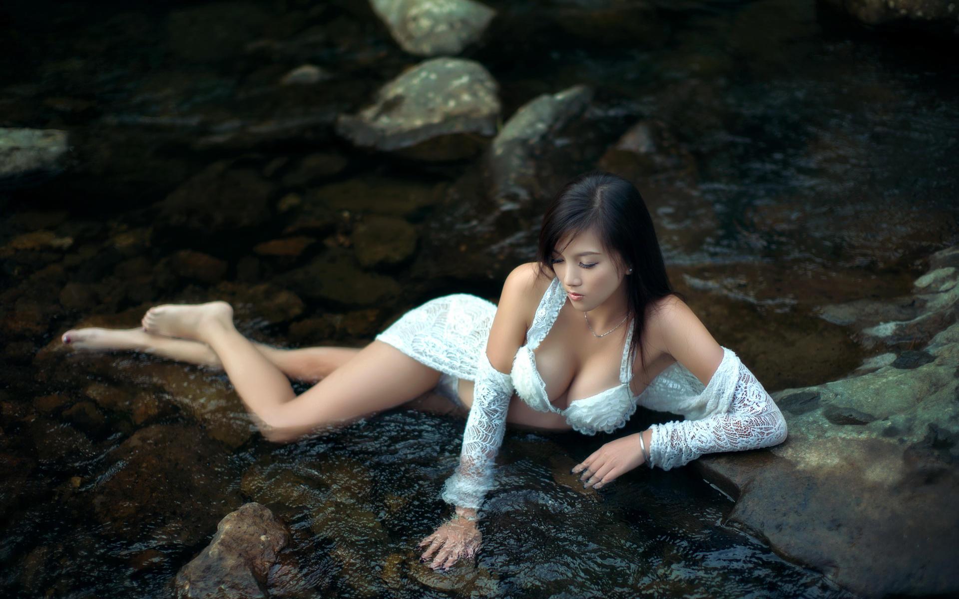 河边精灵唯美美女户外写真高清宽屏壁纸
