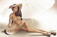 雨伞下的美女高清图片下载