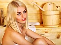蒸气房里的金发美女高清图片下载