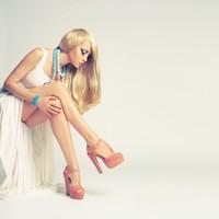 长腿白皙欧美金发迷人模特高清图片下载