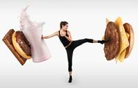 脚踢汉堡拳打牛奶的运动少女高清图片下载
