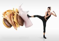 创意脚踢牛奶汉堡的美女高清图片下载