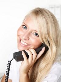 打电话的金发美丽女子高清图片下载