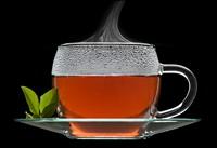 透明玻璃杯中的乌龙茶高清图片下载