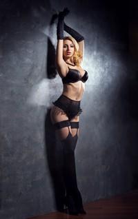 性感火辣巨乳黑色内衣女子高清图片下载