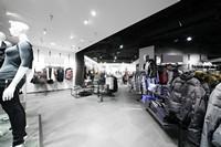 宽敞时尚服装卖场高清图片下载