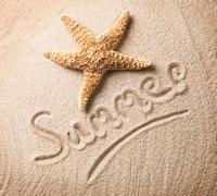 沙滩上的海星与创意字体高清图片下载