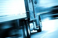 高速行驶的卡车高清图片下载