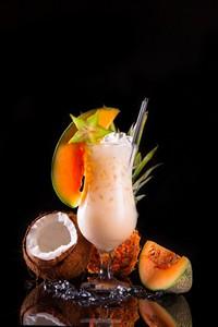 椰子哈密瓜与美味饮料高清图片下载