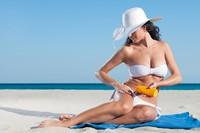 沙滩上性感比基尼火辣美女高清图片下载