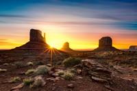 沙漠戈壁美丽日出景色高清图片下载