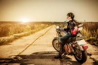 摩托车上的超酷女子高清图片下载