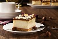 美味巧克力蛋糕与坚果高清图片下载