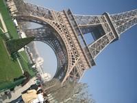 巴黎铁塔下的美丽风光高清图片下载