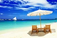 碧海蓝天沙滩上的椅子高清图片下载
