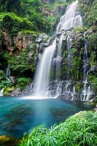 山中美丽壮观瀑布高清图片下载